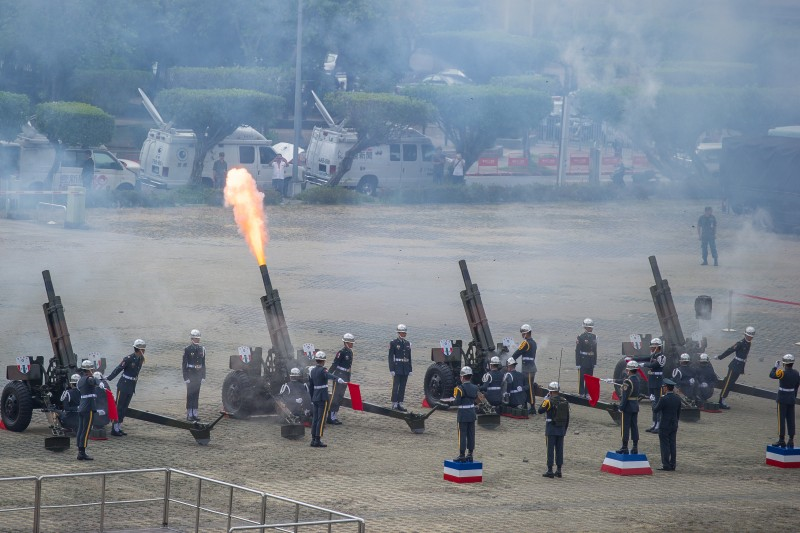 A 21-gun salute commences the military honors in a show of respect to the visiting leader.