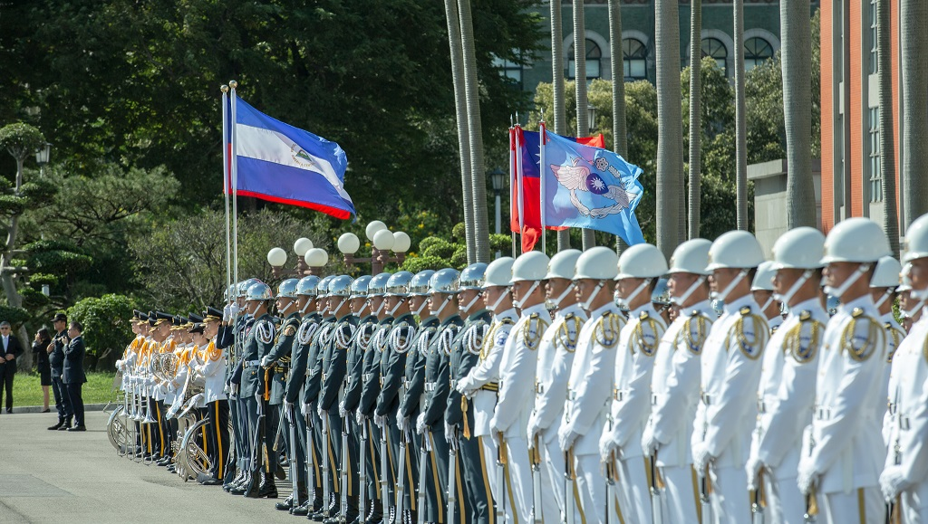 A tri-service honor guard stands in front of the Main Entrance of the Presidential Office Building to welcome a newly appointed ambassador to the ROC.