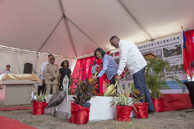 President Tsai attends groundbreaking ceremony for Pinney's Beach Park Project