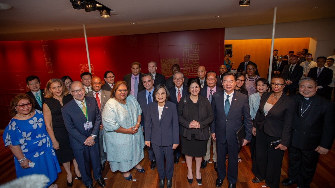 President Tsai meets Taiwan allies' permanent representatives to the United Nations at TECO reception