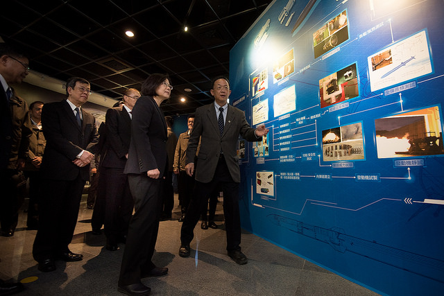 President Tsai visits the National Chung-Shan Institute of Science & Technology.