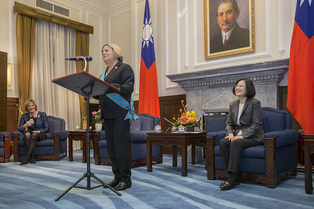 Chairman Emeritus Ileana Ros-Lehtinen of US House Committee on Foreign Affairs delivers remarks after receiving a decoraion from President Tsai.