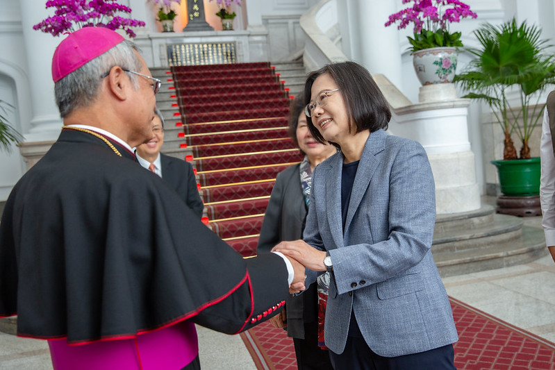 President Tsai Ing-wen meets foreign clergy and representatives from Taiwan's Chinese Regional Bishops' Conference.