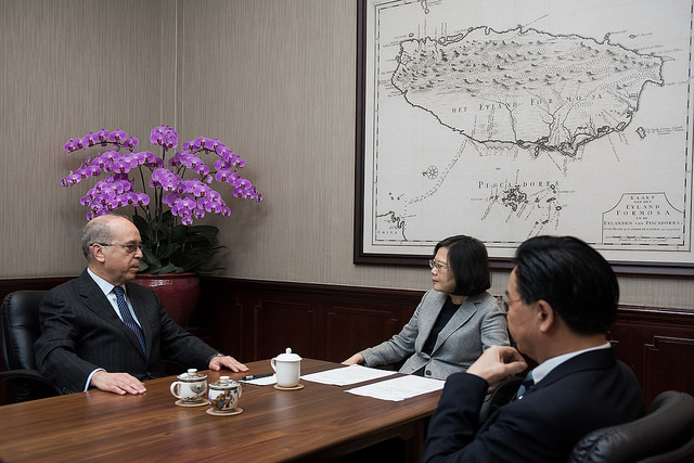 President Tsai meets with former US Assistant Secretary of State for East Asian and Pacific Affairs Daniel Russel.