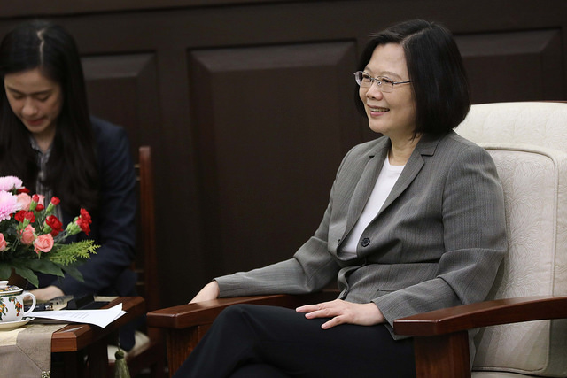 President Tsai listens to remarks by the visitors from the British parliament.