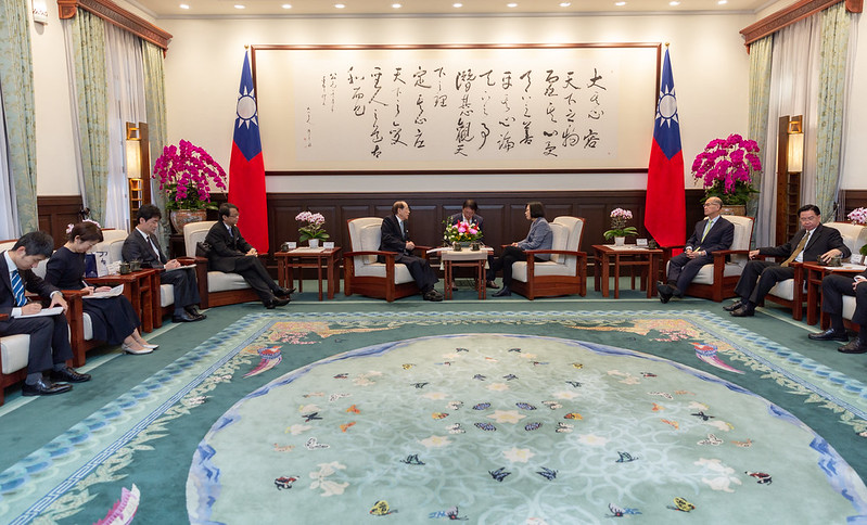 President Tsai meets with Japan-Taiwan Exchange Association Chairman Mitsuo Ohashi.
