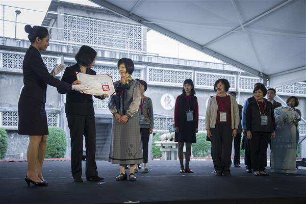 President Tsai confers certificates of restored reputation to the victims of political repression as well as their family members.