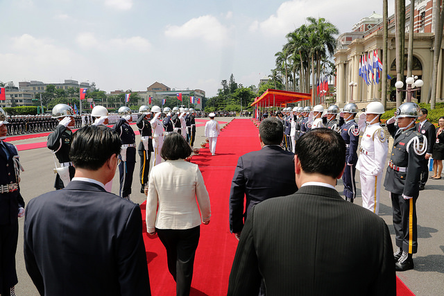 President Tsai and Paraguayan President Cartes review the tri-service honor guards.