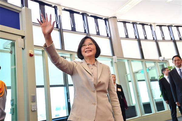 President Tsai waves to well-wishers before boarding the chartered aircraft.
