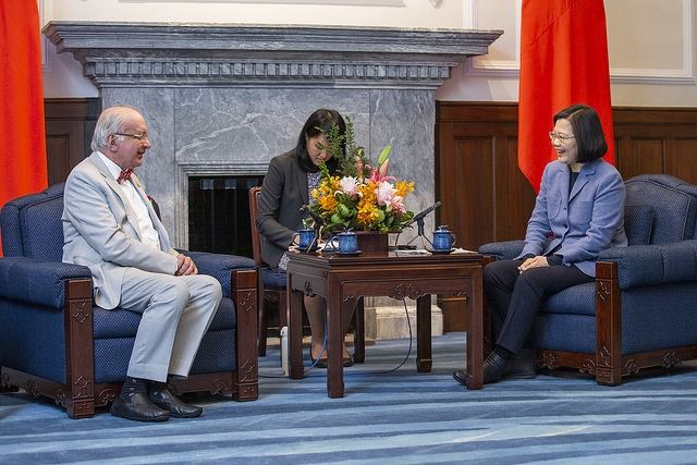 President Tsai Ing-wen meets with a delegation from International Federation of Gynecology and Obstetrics.