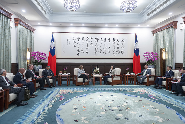 President Tsai meets with a delegation led by US New Mexico Governor Susana Martinez.