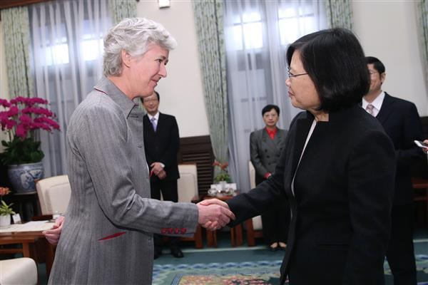 President Tsai meets with Catherine Nettleton, the new representative of the British Office Taipei. (01)
