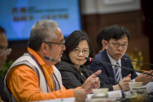 President Tsai presides over the first meeting of the Presidential Office Indigenous Historical Justice and Transitional Justice Committee.