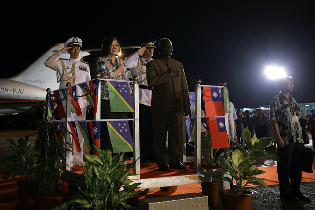 Solomon Islands Prime Minister Manasseh Sogavare accompanies President Tsai to accept a salute from the commander of the honor guard.