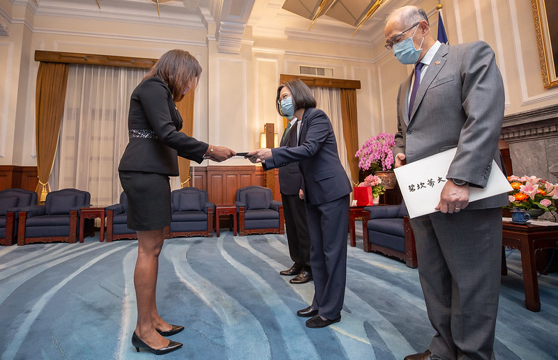 President Tsai Ing-wen accepts the credentials of new Belize Ambassador to the Republic of China (Taiwan) Candice Pitts.