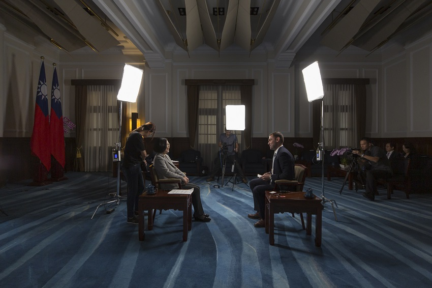 President Tsai is interviewed by Time magazine at the Presidential Office.