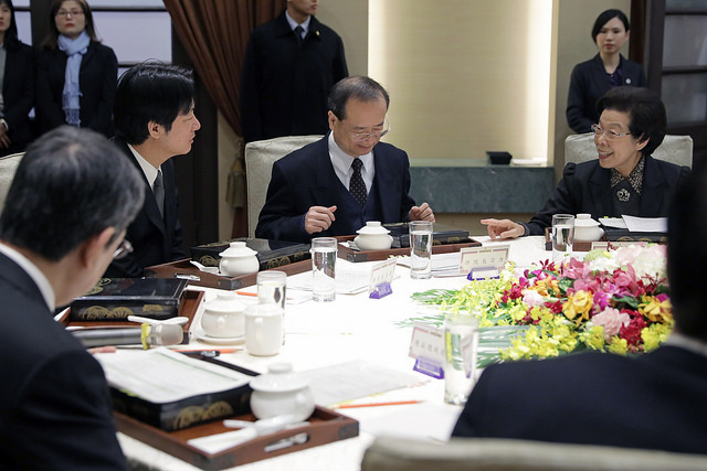 The heads of the five Yuan (i.e. the five branches of Taiwan's government) attend a luncheon meeting hosted by President Tsai.