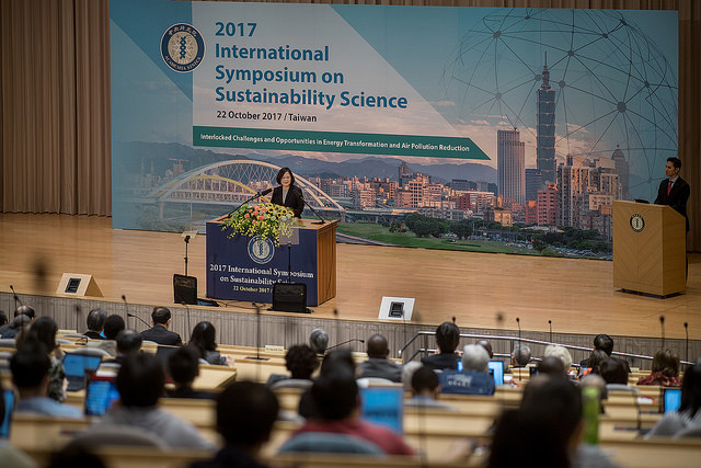 President Tsai Ing-wen delivers remarks at the 2017 International Symposium on Sustainability Science.