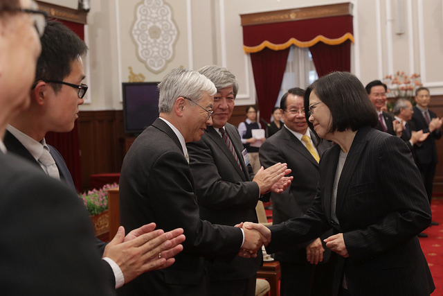 President Tsai Ing-wen meets with a Japanese delegation to the 32nd Sino-Japanese Modern Engineering and Technology Symposium.