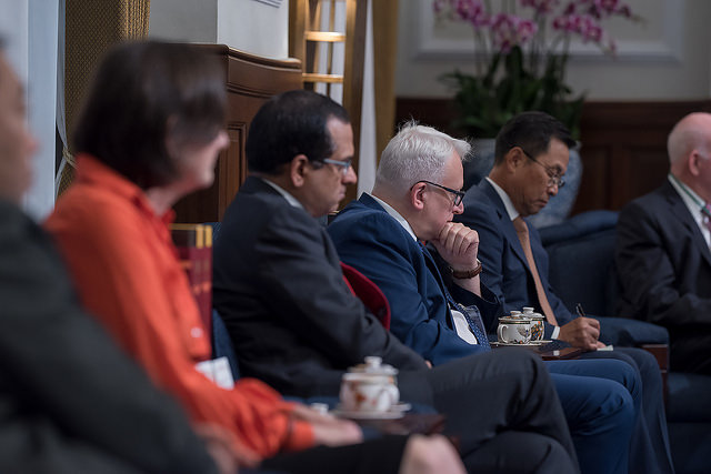 President Tsai meets with international scholars attending the 2018 Asia-Pacific Security Dialogue.