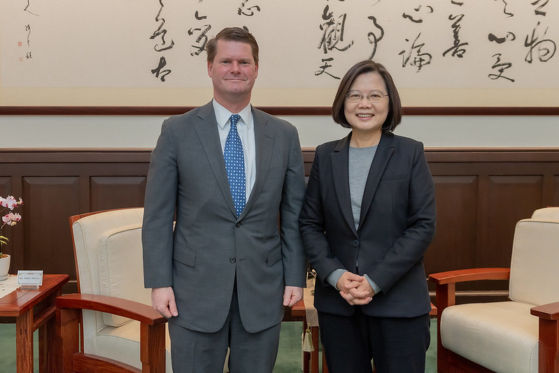 President Tsai takes a picture with Project 2049 Institute Chairman Randall Schriver.