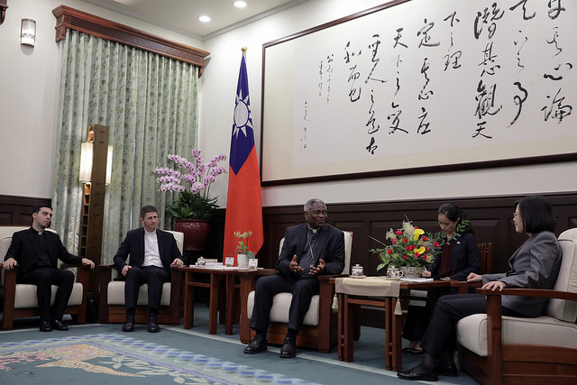 President Tsai meets with a delegation led by Cardinal Peter Turkson, Prefect of the Dicastery for Promoting Integral Human Development.