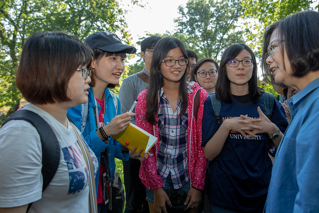 During their stroll in New York City's Central Park, interactions between President Tsai and young Taiwanese-Americans are warm and friendly .