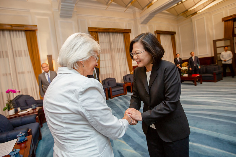 President Tsai greets Danish Parliament Deputy Speaker Pia Kjærsgaard at the Presidential Office.