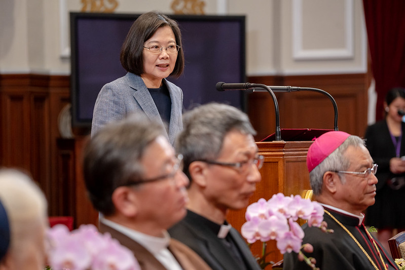 The president meets with foreign clergy and representatives from Taiwan's Chinese Regional Bishops' Conference.
