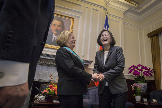 President Tsai has a pleasant talk with Chairman Emeritus Ileana Ros-Lehtinen of US House Committee on Foreign Affairs.