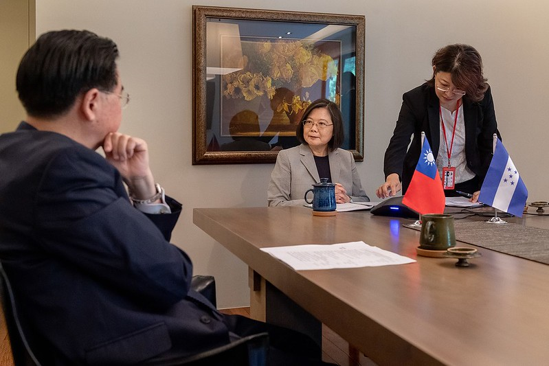Honduran President Hernández congratulates President Tsai on her re-election by telephone.