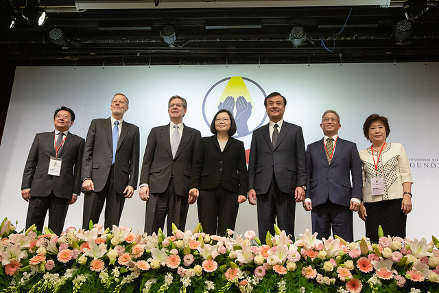"President Tsai poses a photo at ""A Civil Society Dialogue on Securing Religious Freedom in the Indo-Pacific Region."""