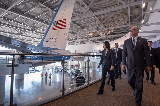 President Tsai tours the Ronald Reagan Presidential Library.
