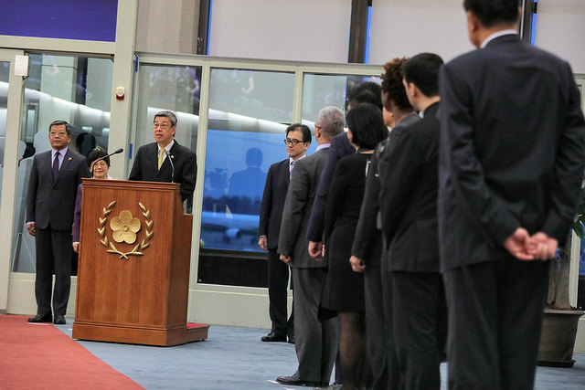 Vice President Chen issues remarks at Taiwan Taoyuan International Airport upon returning from the Vatican.