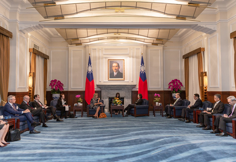 President Tsai exchanges views with a delegation from the American Enterprise Institute.
