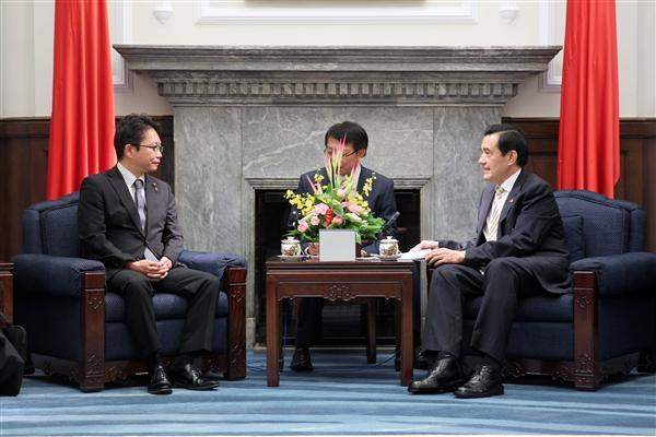 President Ma meets delegation from Japan's House of Representatives. (01)
