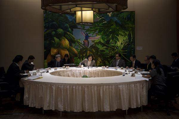 During a joint interview with journalists from six countries, President Tsai elaborates the thinking and objectives of Taiwan's New Southbound Policy.