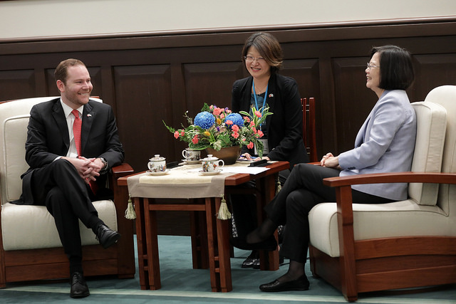 President Tsai exchanges views with President of the Guatemalan Congress Álvaro Enrique Arzú Escobar.