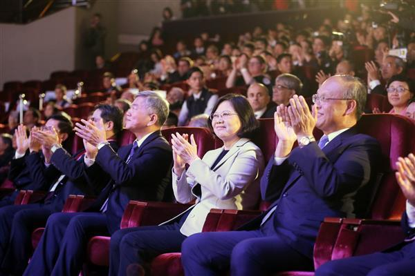 President Tsai attends the 2016 APICTA Awards.