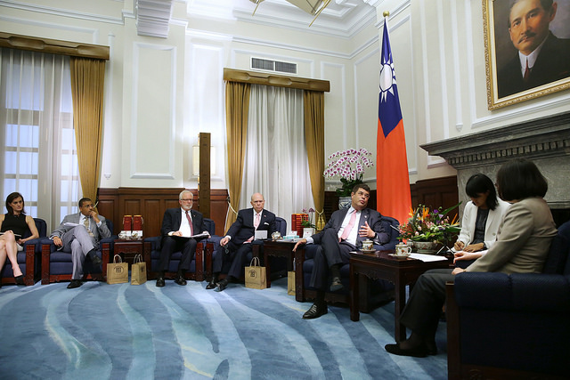 President Tsai meets with a delegation from the Atlantic Council, a think tank based in Washington, DC.