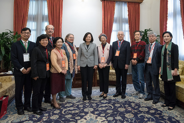 President Tsai takes a photo with guests attending the event marking the Human Rights Day 2017.