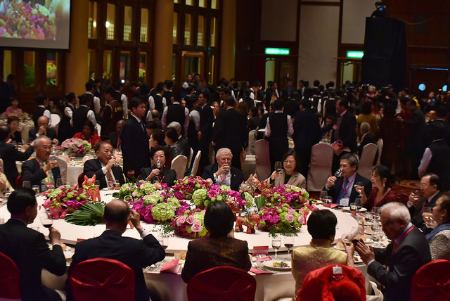 President Tsai joins the distinguished guests for dinner hosted by Ministry of Foreign Affairs for foreign diplomats stationed in Taiwan.