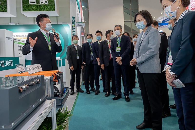 President Tsai tours a vendor booth at Energy Taiwan 2020 exhibition.