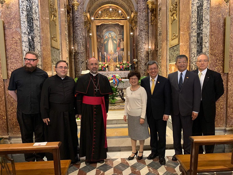 Vice President Chen and Mrs. Chen visit a Marian shrine.