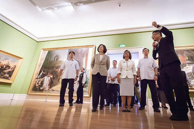 President Tsai and Marshall Islands President Heine visit the Chimei Museum in Tainan City in southern Taiwan.