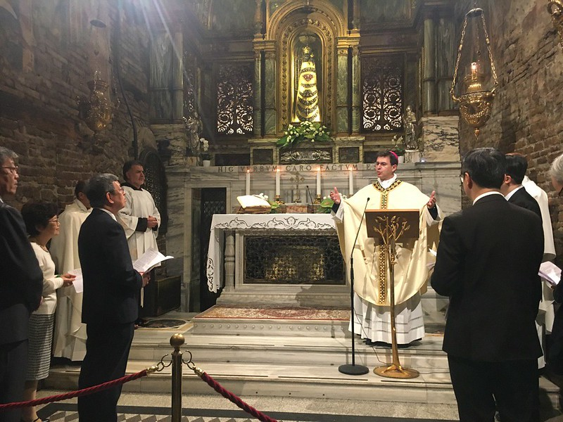 Vice President Chen takes part in a mass praying for Taiwan and joins Archbishop Dal Cin in reciting the Angelus.