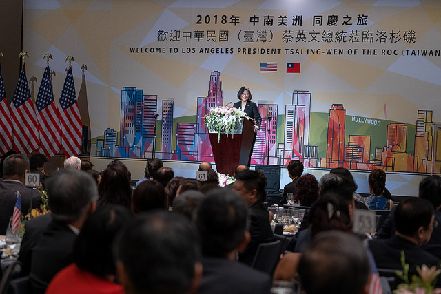 President Tsai delivers remarks at a dinner banquet with Taiwanese expatriates in Los Angeles.