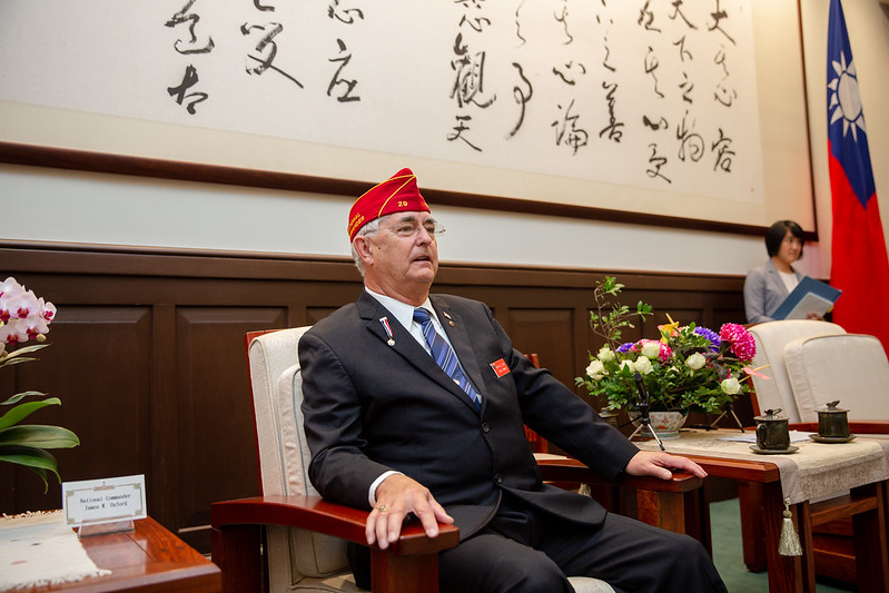 President Tsai meets with American Legion National Commander James W. Oxford.