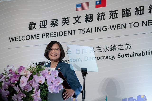 President Tsai attends a banquet with the local and Taiwanese expatriate communities.