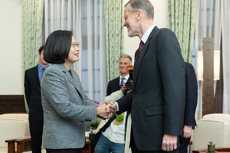 President Tsai shakes hands with AIT Taipei Office Director William Brent Christensen.